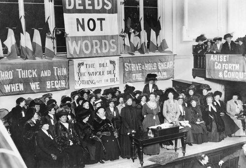 1908 Mrs Pankhurst Leads NWSA Meeting